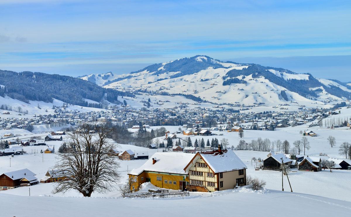Wi_06-Blick-ins-Dorf-1_Christian-Perret
